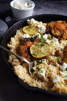 Görög csirke citromos rizzsel recept - Kifőztük, online gasztromagazin Greek Rice Pilaf, Greek Lemon Rice Soup, Lemon Soup, Rice Side Dishes, Greek Dishes, Side Dishes Easy, Easy Rice Recipes, Meat Recipes, Healthy Recipes