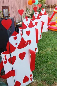 Decorations at a Alice in Wonderland Party #aliceinwonderland #partydecor