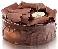 Especialidade Libe Confeitaria:Torta de Chocolate - Recheada de mousse de chocolate, pão de ló de chocolate, coberta com creme de chocolate e lascas de chocolate.