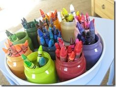 easy DIY crayon organization by color using baby food jars. No baby food jars, but could use old Playdoh containers Kids Crafts, Baby Food Jar Crafts, July Crafts, Baby Jars, Baby Food Jars, Food Baby, Baby Foods, Crayon Organization, Organization Hacks