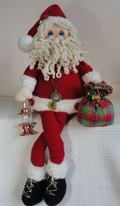 Christmas Cake Pops, Christmas Candle, Felt Christmas, Christmas Stockings, Christmas Wreaths, Christmas Crafts, Cake Pop Bouquet, Santa Claus Figure, Traditional Christmas Tree