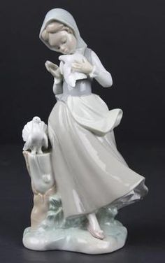 RETIRED LLADRO PORCELAIN GIRL WITH PIGEONS GLAZED GLOSSY FIGURINE 4915 no reserv