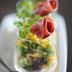 Découvrez la recette de la verrine de mangue au canard fumé