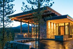 Modern Haven in the Montana Wilderness A homeowner at the Yellowstone Club takes advantage of a challenging site with commanding views.A homeowner at the Yellowstone Club takes advantage of a challenging site with commanding views. Mountain Home Exterior, Modern Mountain Home, Mountain Living, Mountain Homes, Yellowstone Club, Modern House Design, Modern Lake House, Modern Cabins, Contemporary Design