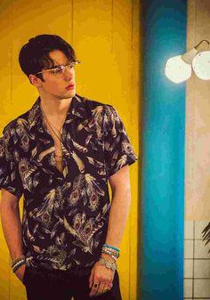 언더에어_신기루 Poses For Men, Male Poses, Beautiful Boys, Pretty Boys, Bohemian Men, Bohemian Outfit Male, Korean Fashion, Mens Fashion, Style Masculin
