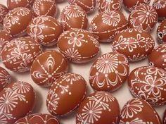 kraslice voskem - Egg Carton Crafts, Egg Crafts, Easter Crafts, Happy Easter, Easter Bunny, Easter Eggs, Egg Shell Art, Easter Egg Pattern, Easter Parade