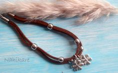 Bracelets charms flowers / Margaritas brown grey and por Nahikare