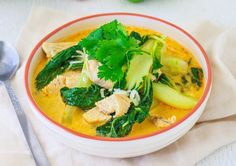 Healthy Chicken Laksa Using Under 5 Ingredients This incredible Laksa is easy, delicious and much lower in calories than your typical take-away Laksa. From the 28 Day Weight Loss Challenge Healthy Mummy Recipes, Yummy Chicken Recipes, Healthy Chicken, Thermomix Recipes Healthy, Chicken Recepies, Chicken Marinades, Baking Recipes, Easy Recipes, Laksa Soup Recipes