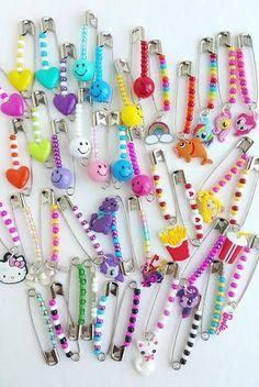 Cute Jewelry, Jewelry Crafts, Jewelry Accessories, Handmade Jewelry, Beaded Jewelry Designs, Funky Jewelry, Jewelry Patterns, Jewelry Shop, Safety Pin Crafts