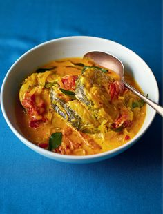 Behold Coconut Fish Moilee - that's fish curry to you and I. The Better Half and I have volunteered ourselves to make a fish curry for his family soon. I think this could be a winner. Curry Recipes, Fish Recipes, Seafood Recipes, Indian Food Recipes, Cooking Recipes, Healthy Recipes, Ethnic Recipes, Kerala Recipes, Savoury Recipes
