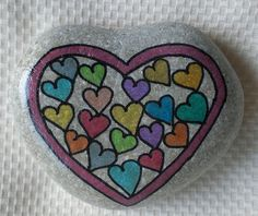 Painted Beach Stone Idea For Valentine's Day or Anniversary: 80 romantic valentine painted rocks ideas diy for girl Heart Painting, Pebble Painting, Love Painting, Pebble Art, Rock Painting Ideas Easy, Rock Painting Designs, Painting Patterns, Stone Crafts, Rock Crafts