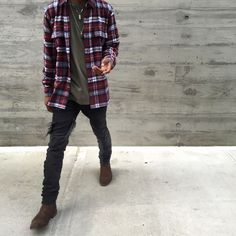 Chelsea boots destroyed jeans an flannels