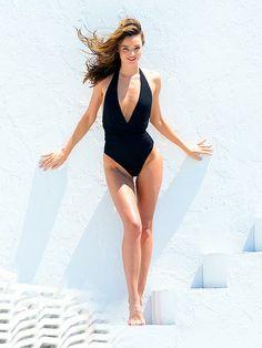 Miranda Kerr Strips Down For a Sexy Bikini Shoot Miranda Kerr Bikini, Miranda Kerr Feet, Miranda Kerr Style, Sexy Bikini, The Bikini, Miranda Kerr Photoshoot, Taylor Swift Bikini, Revealing Swimsuits, Stuck