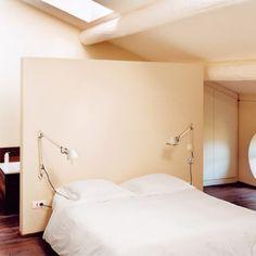 Une tête de lit comme une cloison - Marie Claire Maison