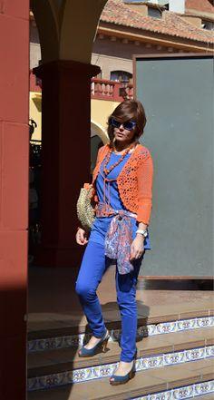 Corte de pelo para cara redonda y conjunto azul y naranja | ESTILISMO CON ROMY