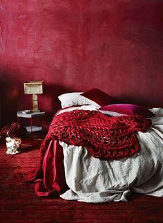 Vermelho vinho para um quarto muito acolhedor | Eu Decoro