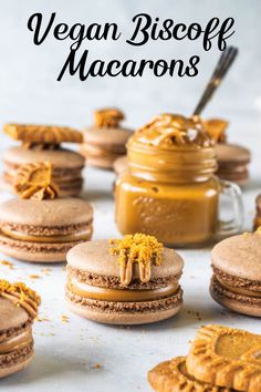 Vegan Biscoff Macarons using the French method, filled with biscoff cookie butter! Plus video recipe of how to make these vegan macarons. Vegan Biscoff Macarons (french method plus video) - Vegan Biscoff Macarons (french method) Biscoff Cookie Butter, Biscoff Cookies, Cookies Vegan, Almond Cookies, Shortbread Cookies, Peanut Butter, Vegan Dessert Recipes, Cookie Recipes, Biscoff Recipes