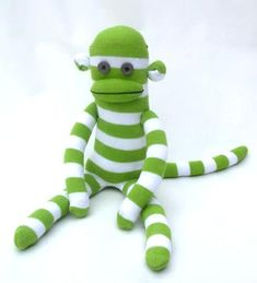 Green stripes + sock monkey tutorial= awesome present for Jon Creative Gift Wrapping, Creative Gifts, Rainbow Fish Template, Green Socks, Sock Crafts, Sock Toys, Sock Animals, Clay Animals, Green Stripes