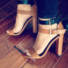 The latest nude sandals, slingback heels and strappy sandals in neutral shades of beige, pink and brown perfectly matching your skin tone. Pretty Shoes, Beautiful Shoes, Cute Shoes, Me Too Shoes, Zapatos Shoes, Women's Shoes, Shoe Boots, Dress Shoes, Louboutin Shoes