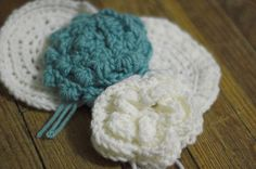 puff stitch and petal flower crochet for making a rug- also a bit of humor Circle Rug, Flower Circle, Crochet Stitches, Crochet Hooks, Knit Crochet, Yarn Projects, Crochet Projects, Crochet Ideas, Crochet Patterns