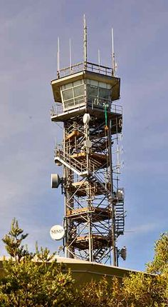 Firefighting lookout (and communications tower) near the main lookout. (photo Chris Stimson)
