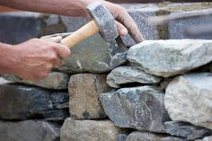 You have a valuable resource for building on your homestead under a budget: local stones. Learn how to use them in your projects. Diy Fall Wreath, Fall Wreaths, Outdoor Projects, Garden Projects, Diy Projects, Stone Raised Beds, Homemade Smoker Plans, Building Raised Beds, Decomposed Granite