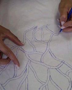 Bead Embroidery Tutorial, Hand Embroidery Videos, Bead Embroidery Patterns, Hand Work Embroidery, Couture Embroidery, Embroidery Fashion, Hand Embroidery Designs, Beaded Embroidery, Formation Couture
