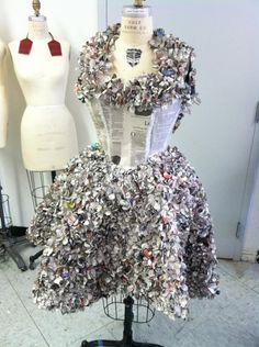 Rebecca Iafrate -news paper dress Paper Fashion, Fashion Art, Fashion Show, Fashion Design, Newspaper Dress, Newspaper Art, Diy Dress, Dress Up, Dress Card