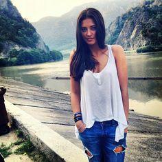 #Antonia adorable Photoshop, Diy Fashion, Beauty Women, Celebrity Style, Beautiful Women, T Shirts For Women, Female, Tank Tops, Celebrities