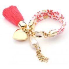 Pulsera con Perlas, Cordón Estampado, Motita y Dije de Corazón
