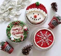Mini Christmas cake are available *********************************** Code: - Snowman 15 - Snowflake 15 - Wreath 15 ********************************** Regular Box sizes 20 x Mini Christmas Cakes, Christmas Cake Designs, Christmas Cake Decorations, Christmas Chocolate, Holiday Cakes, Christmas Desserts, Christmas Treats, Christmas Baking, Christmas Cookies