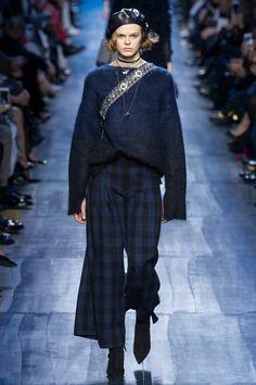 Christian Dior Fall 2017 Ready-to-Wear Fashion Show - Cara Taylor