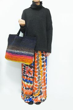 Daniela Gregis crochet bag and the colours in the trousers! Crochet Handbags, Crochet Purses, Crochet Bags, Yarn Bag, Over 50 Womens Fashion, Embroidery Fashion, Knit Fashion, Knitted Bags, Crochet Accessories