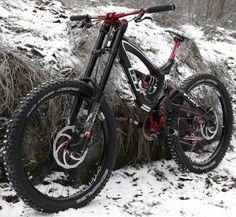 GT E Mountain Bike, Mountain Bike Frames, Vtt Dirt, Gt Bikes, Downhill Bike, Bike Photography, Road Bike, Motocross, Beautiful Images