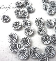 Tutorial roses from capsules nespresso to compose Bijoux DIY Recycled Jewelry, Diy Jewelry, Jewellery, Handmade Flowers, Diy Flowers, Dosette Nespresso, Recycler Diy, Cappuccino Machine, Crochet Diy