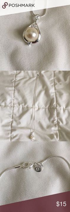 Stunning Faux Pearl Necklace Stunning Necklace, perfect for a night out! Very lightweight and wearable  No Trades  No Paypal @MyChicBoutique1 Jewelry Necklaces