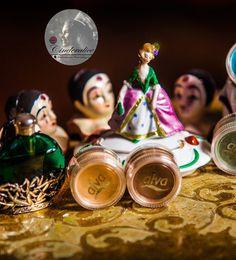 DIY Mineral Master Palette by alva Naturkosmetik - 10 x Natural Beauty Award Gewinner - glaubwürdige Bio Naturkosmetik - ecocert zertifiziert, vegan, von PETA empfohlen - Naturkosmetik Make-up selber machen - Mineral Farben sind mit Kokosöl als Concealer, Contouring Cream und Lipgloss zu verwenden. Mit Puder gemischt ergeben sie einen wunderbaren Contouring Puder, Rouge+Lidschatten Blush und Bronzer. Mit Wasser gemischt sind alle Farben toll als Schimmer Lidschatten, Kajal und Augenbrauen…