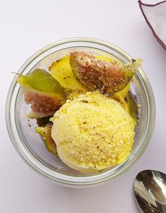 Yaourt glacé au curcuma et au poivre pour 4 personnes - Recettes Elle à Table - Elle à Table Yogurt Ice Cream, Vegan Ice Cream, Homemade Frozen Yogurt, Sorbets, Ice Ice Baby, Ice Cream Recipes, Frozen Treats, Gelato, Sweet Tooth