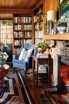Nestled in the Great Smokey Mountains, a modest cedar shake cabin blossoms in the hands of a gifted designer who looked past its unkempt condition to see the makings of a splendid English rose. English Country Decor, English Cottage Style, French Country, Home Libraries, Cozy House, Cozy Cabin, Dream Rooms, Home Office, Cabin Office