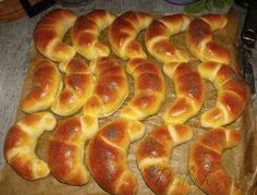 Show details for Recept - Loupáky podle paní Ivy - těsto na vánočky, mazance Bread Dough Recipe, Food Gallery, Czech Recipes, Home Baking, Ciabatta, Croissant, Hot Dog Buns, Bread Recipes, Sweet Recipes