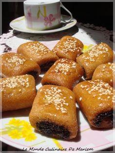 Si vous avez envie d'un bon Makroud , bien fondant en bouche, parfume a souhait, vous ne serez pas déçu en essayant cette recette. C'est une recette de Khadija de cuisinetestee , c'est une dame aux doigts de fée en matière de cuisine, et en particulier...