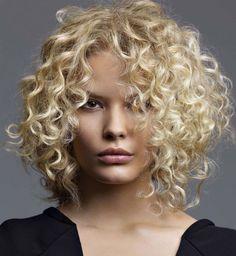 5 trucs professionnels pour faire revivre vos cheveux frisés, le coloriste