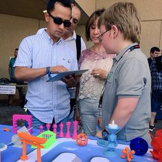 John Button (10) giving people a 1 minute #design lesson in Morphi @natlmakerfaire.