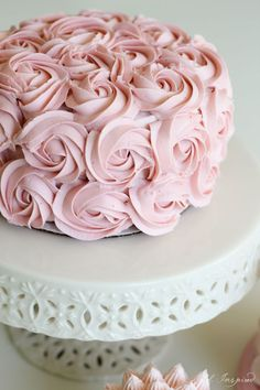 Four simple but stunning cake decorating techniques! #birthdaycakes
