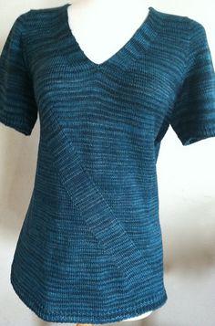 Ravelry: Symmetry in Motion pattern by Vera Sanon #knit Eine Anleitung, die mich sofort fasziniert hat. Herausgekommen ist ein Pullover für meine Tochter, zwei Kleider für mich und nun eine übersetzung in swing-stricken.