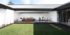 Bisley Beach House by James Russell Architect