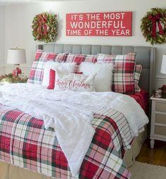 Gorgeous 65 Comfy Christmas Bedroom Decor Ideas https://bellezaroom.com/2017/11/22/65-comfy-christmas-bedroom-decor-ideas/