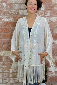ENTRO White Floral Lace Fringe Hemline Kimono