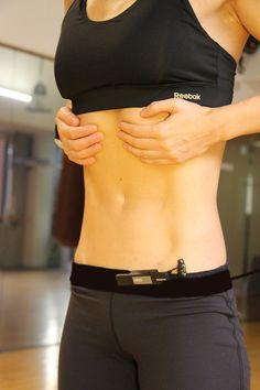 Los ejercicios hipopresivos dan resultados muy visibles. Estos entrenamientos son una técnica para reducir abdomen entre otros beneficios que sorprenden verlos y hacerlos. Esta primera foto es el comienzo de la sesión…en posición normal.