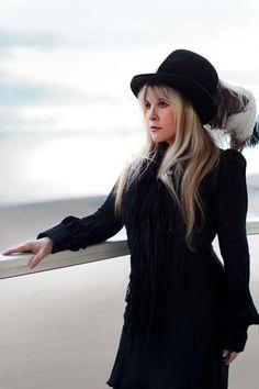 Algo Más que Qué Rock and Roll: El Nuevo Disco de Stevie Nicks de Fleetwood Mac